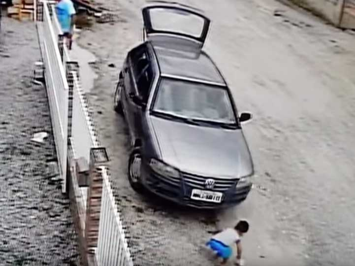 Video: Automóvil atropella a niño… ¡Sobrevive de milagro!