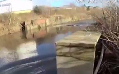 Video: Policía se lanza a río helado para rescatar a un hombre