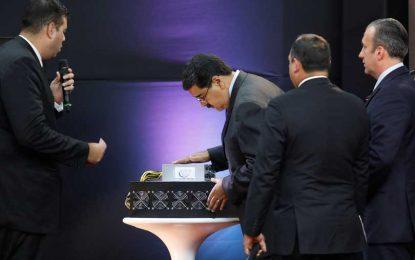 Preventa de 'petro' alcanza 735 mdd: Maduro