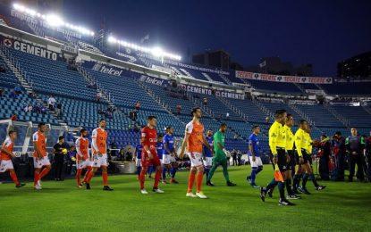 Afición de Cruz Azul abandona a su equipo en Copa MX