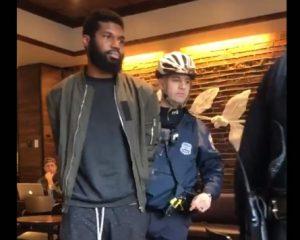 """Tras escándalo racial, Starbucks cerrará sus tiendas por un día para educar a sus """"Partners"""""""