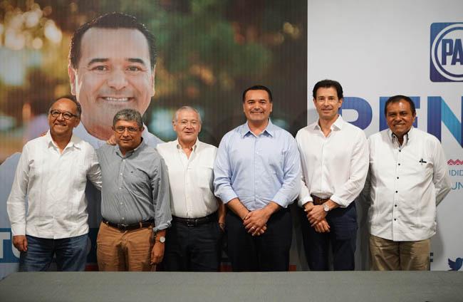 Ex alcaldes, empresarios y académicos intercambian visiones con Renán Barrera sobre el futuro de Mérida