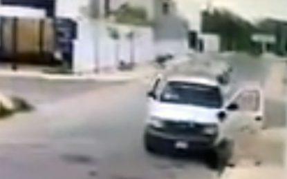 Captan a trabajadores de la CFE robando un bote de basura en Mérida