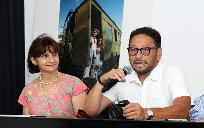 "Donan colección fotográfica ""Pixanes"" para programas sociales del DIF Municipal"
