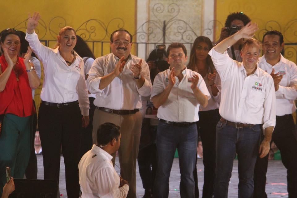La candidata al Senado acompaña a Pepe Meade en gira de trabajo por Yucatán  Izamal df8b603a57aab