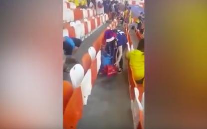Afición de Japón levanta la basura al finalizar el partido contra Colombia (Video)