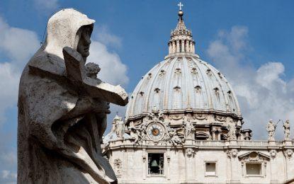 Vaticano condena a cinco años de cárcel a sacerdote acusado de pedofilia