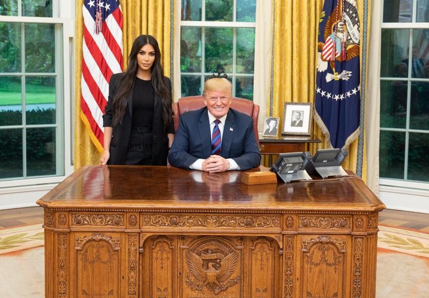 Tras petición de Kim Kardashian, Trump indulta a mujer encarcelada