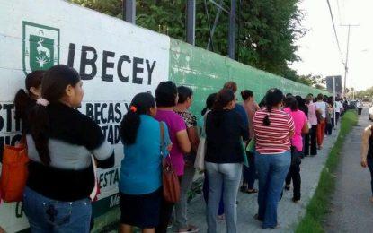 IBECEY 'da largas' a estudiantes por el retraso de apoyo de becas, denuncian